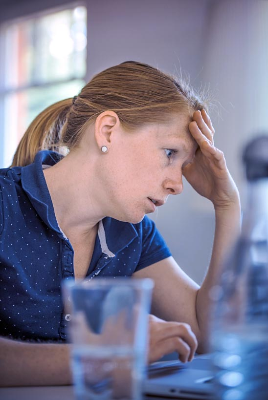 Se debe explicar la petición de datos sensibles a los usuarios. Si no se hace se corre el riesgo de fuga del formulario web.
