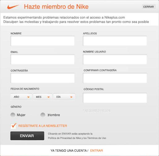 Utilizar mayúsculas como etiquetas en el formulario web empeora la legibilidad del mismo, y por tanto la usabilidad.